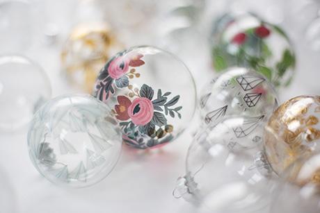 boules de Noël tatouées